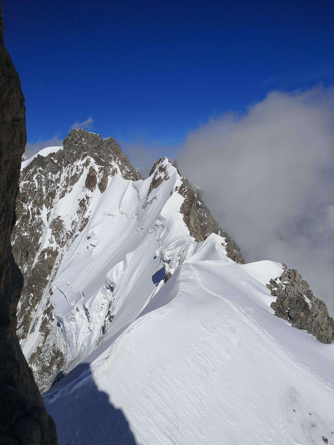 un'occhiata alla cresta che porta all'Aguille de Rochefort