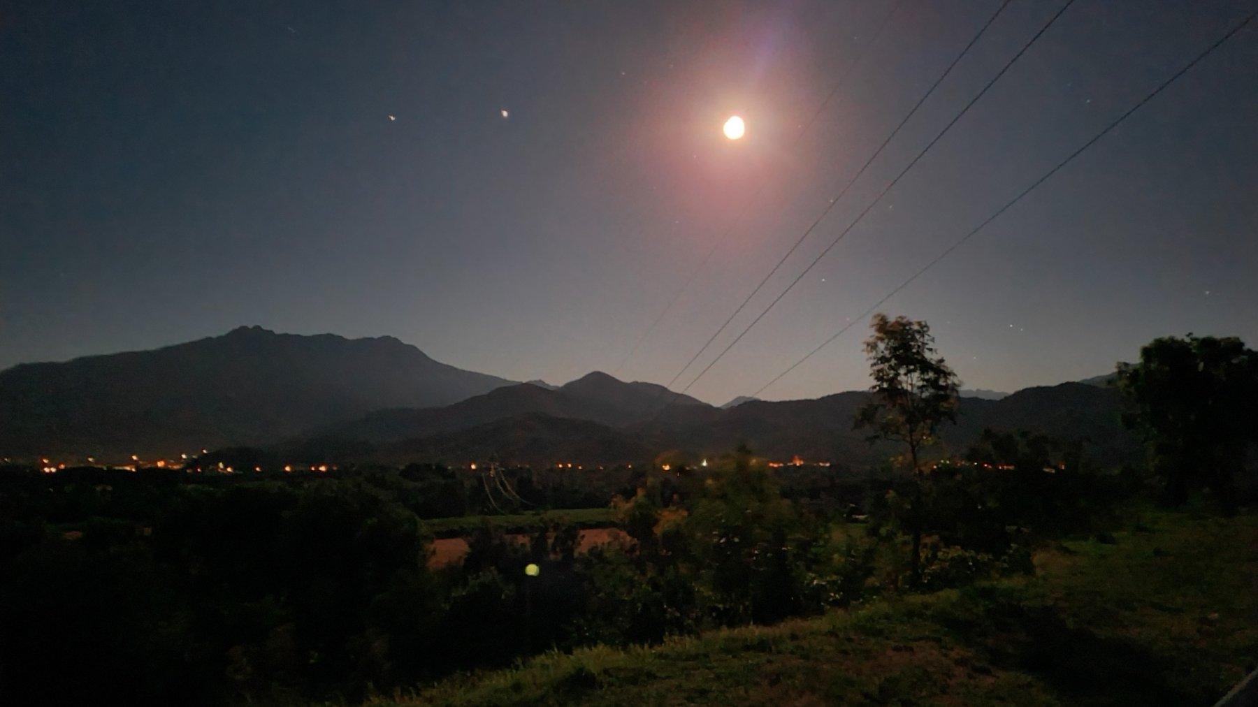 Nei dintorni di Cuneo, sotto la luna piena