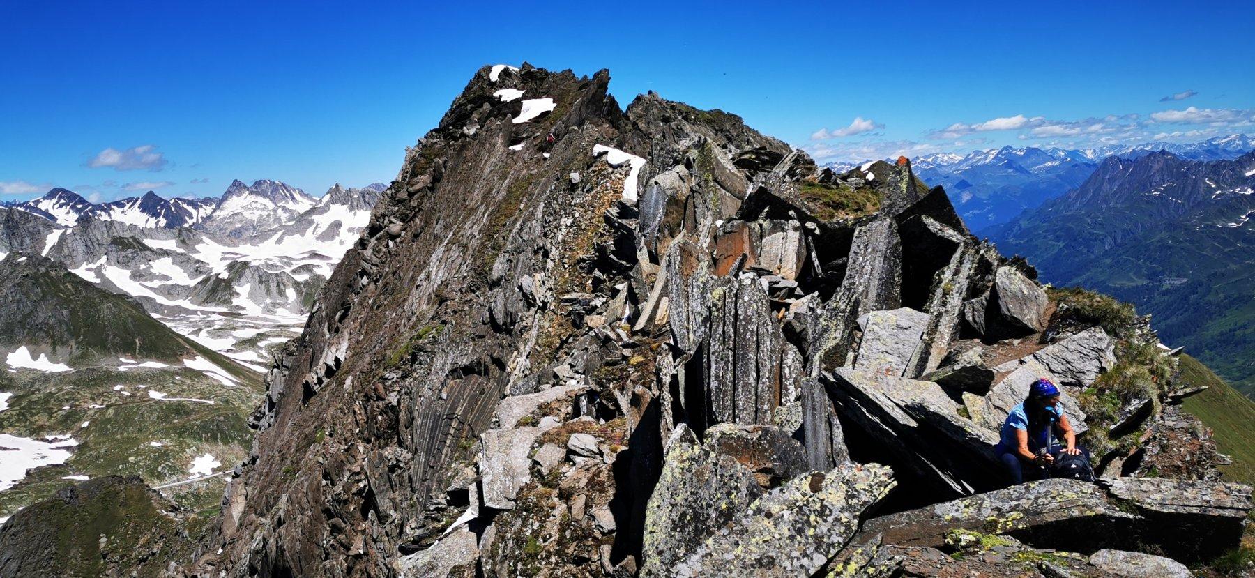 parte alta e rocciosa della cresta finale che va risalita