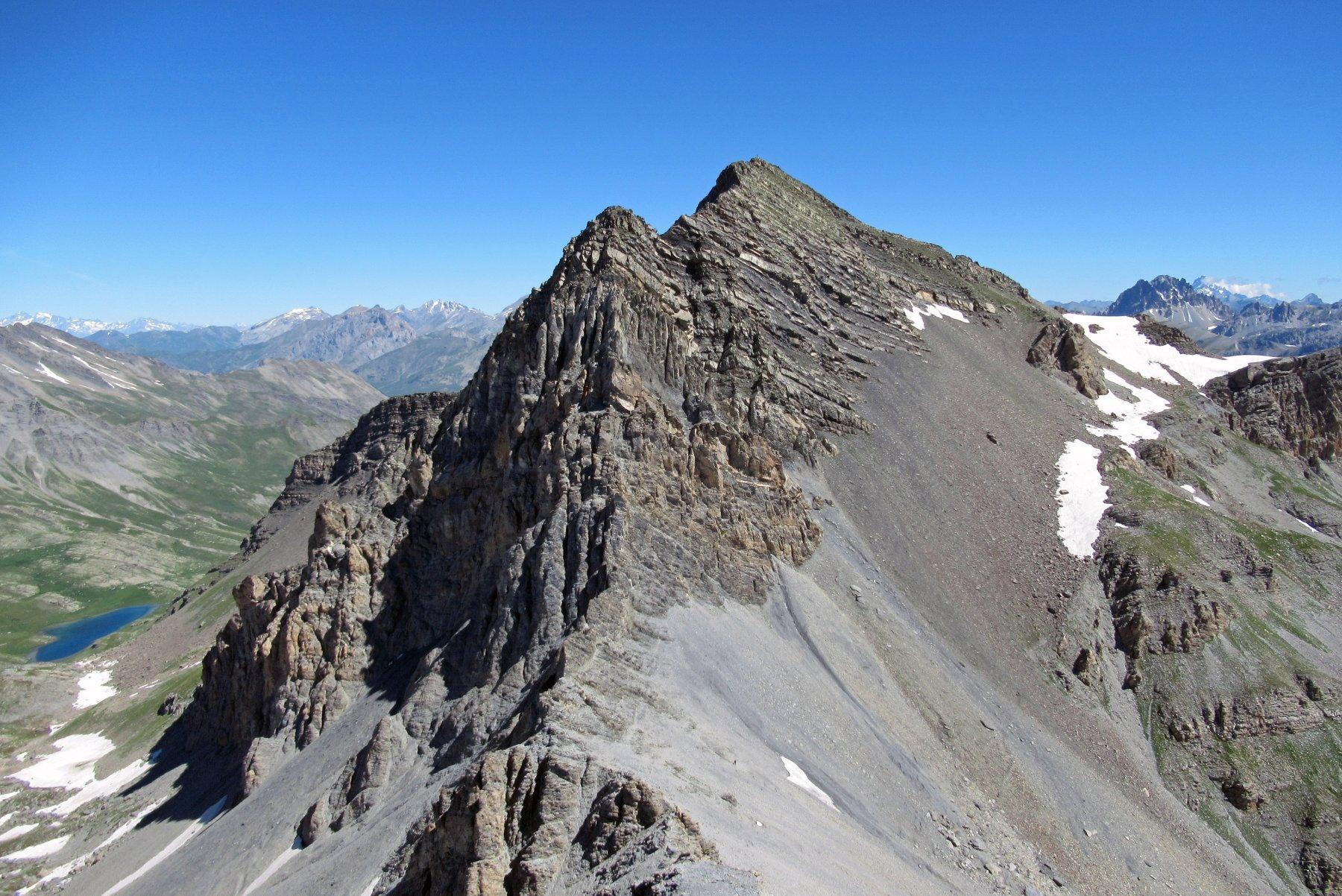 La mole dell' Enchastraye vista dalla Rocca Tre Vescovi