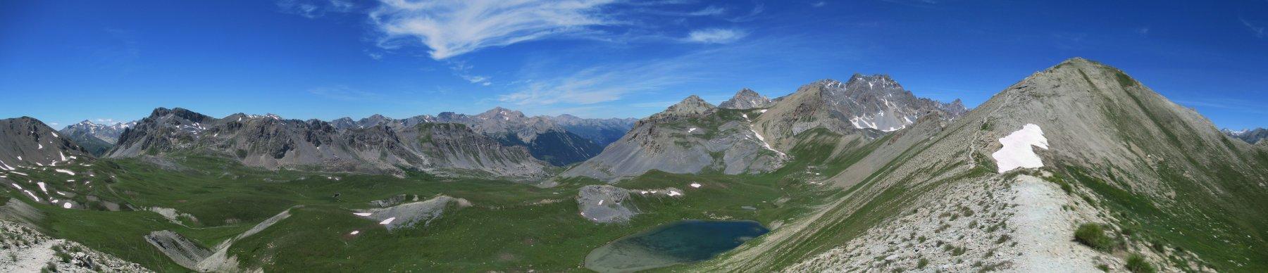 Panorama sul versante francese dal colle delle Munie con il Soubeyran sulla destra
