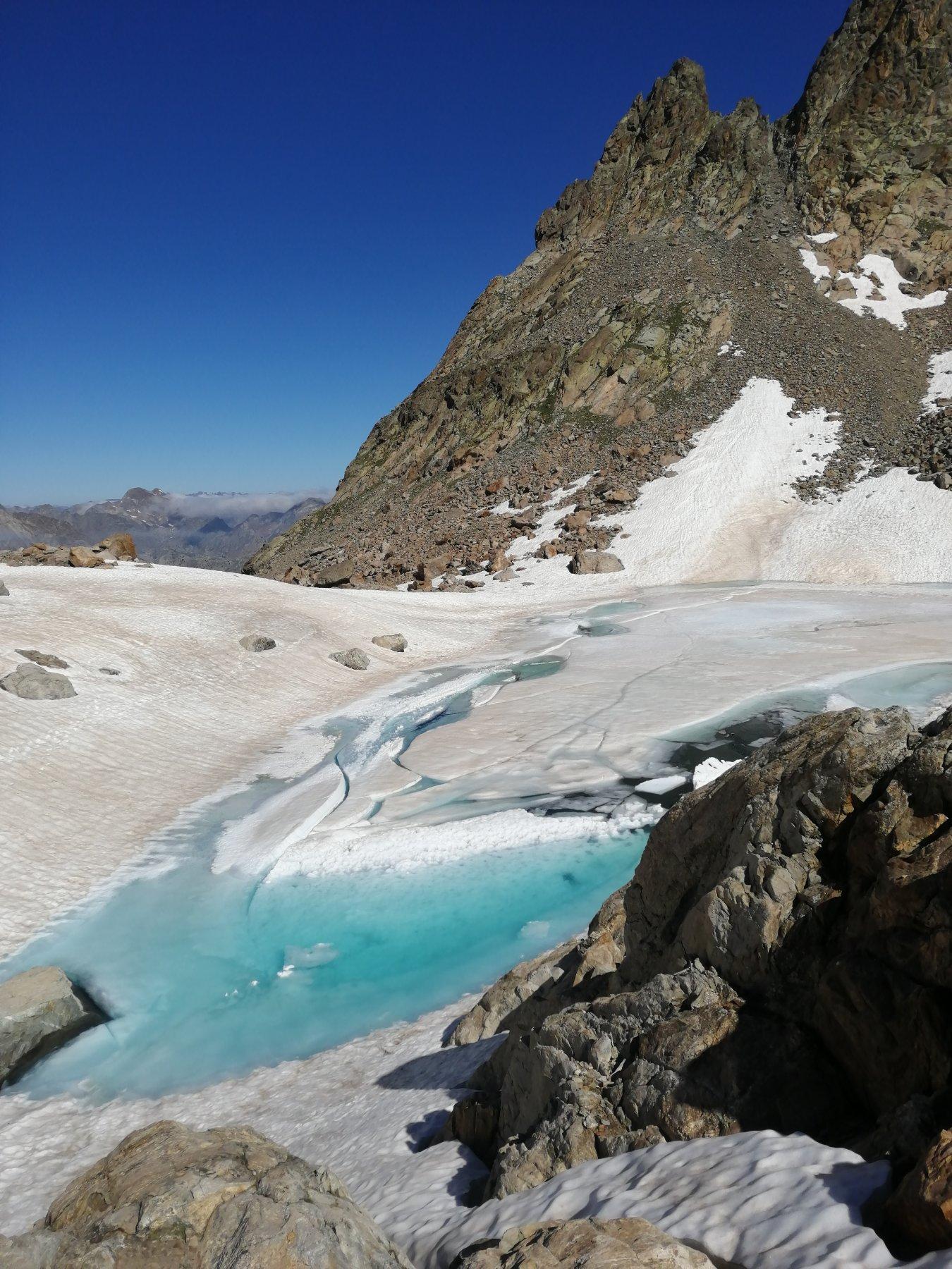 Lago di Nasta al disgelo