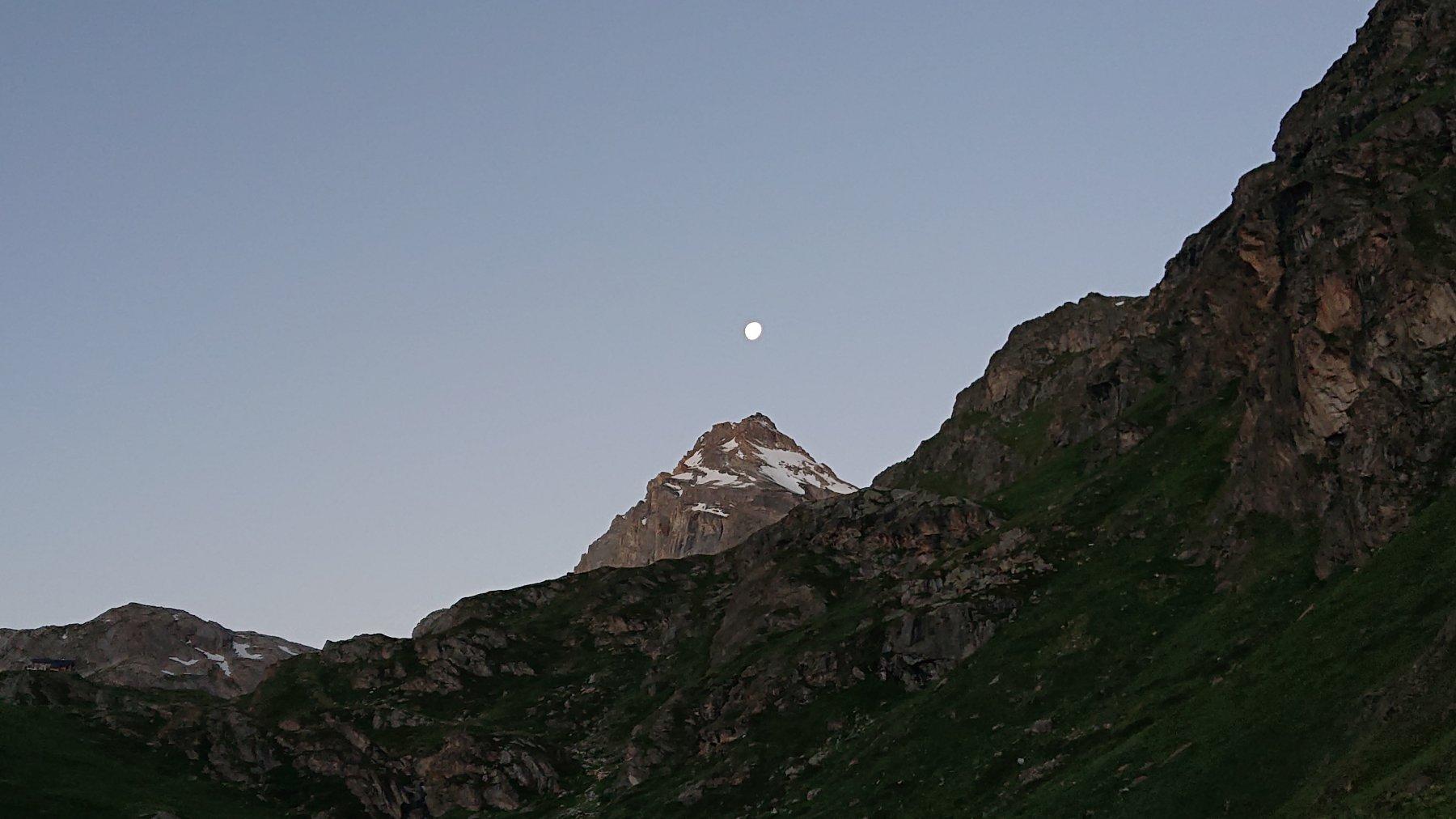 La luna ci indica la nostra meta.