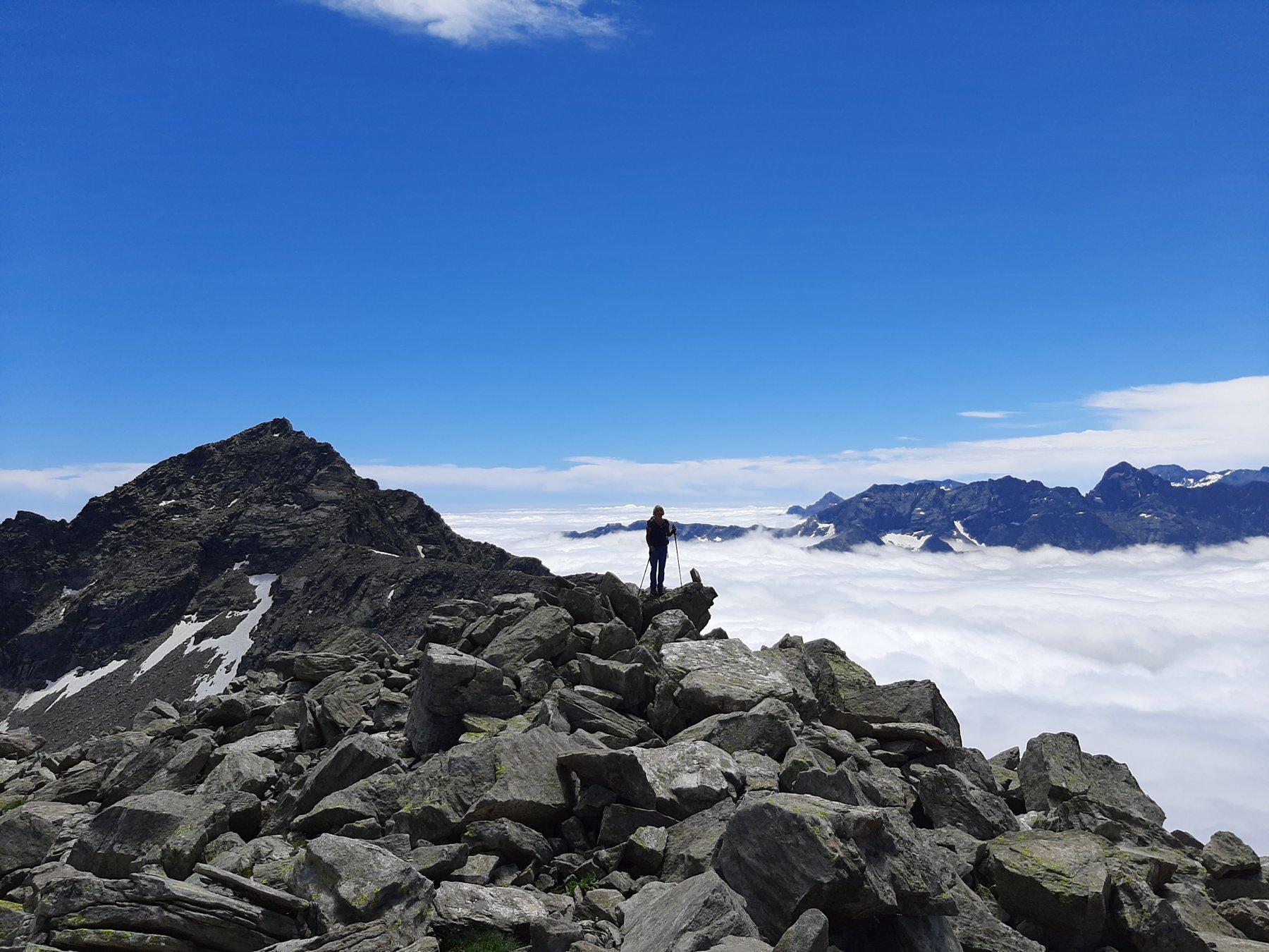 Cresta finale con mare di nubi