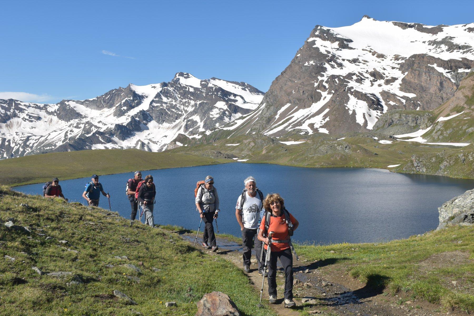 salendo verso il colle Leynir lago Rosset