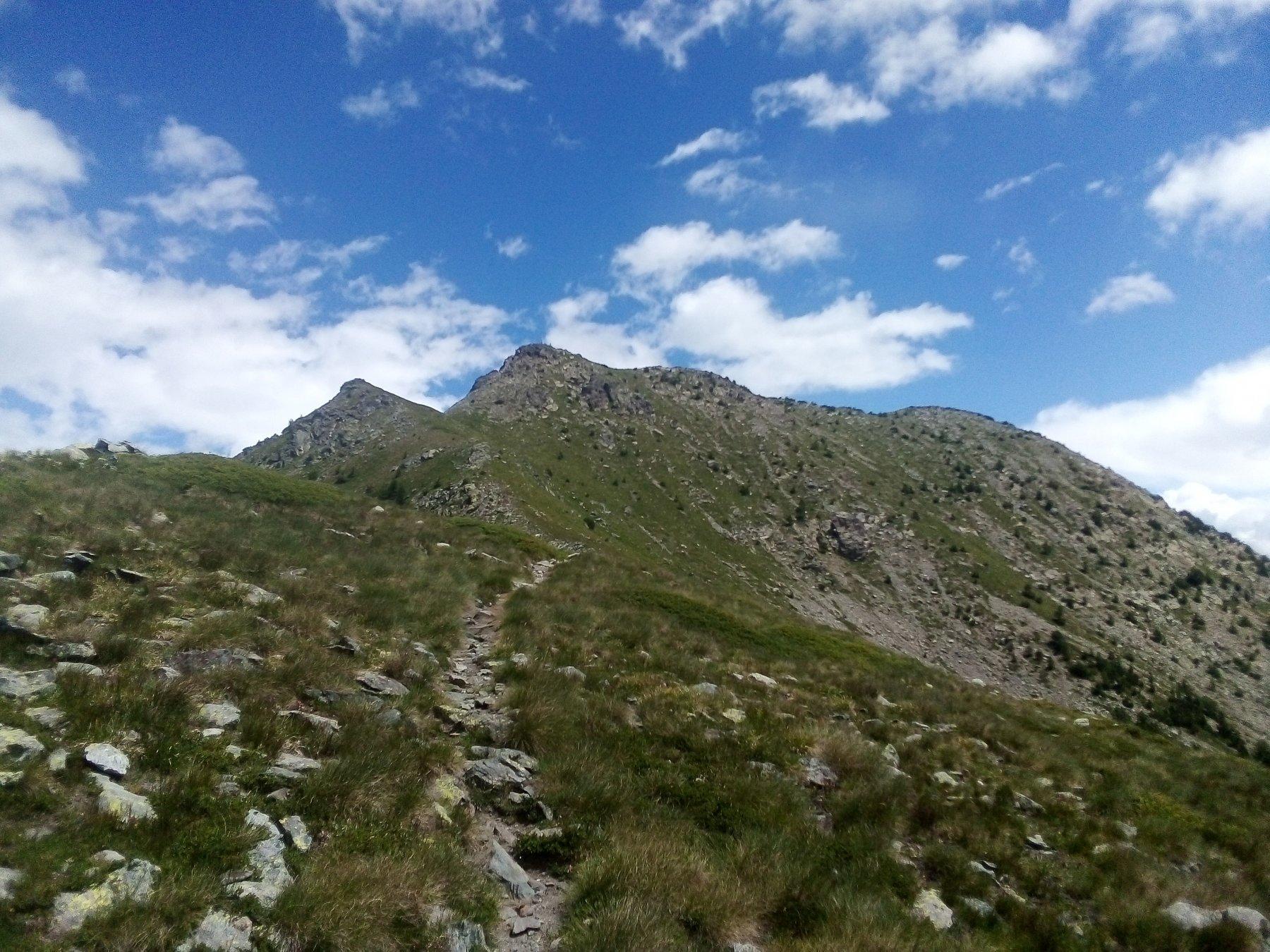 La cresta verso la cima vista dal colle.