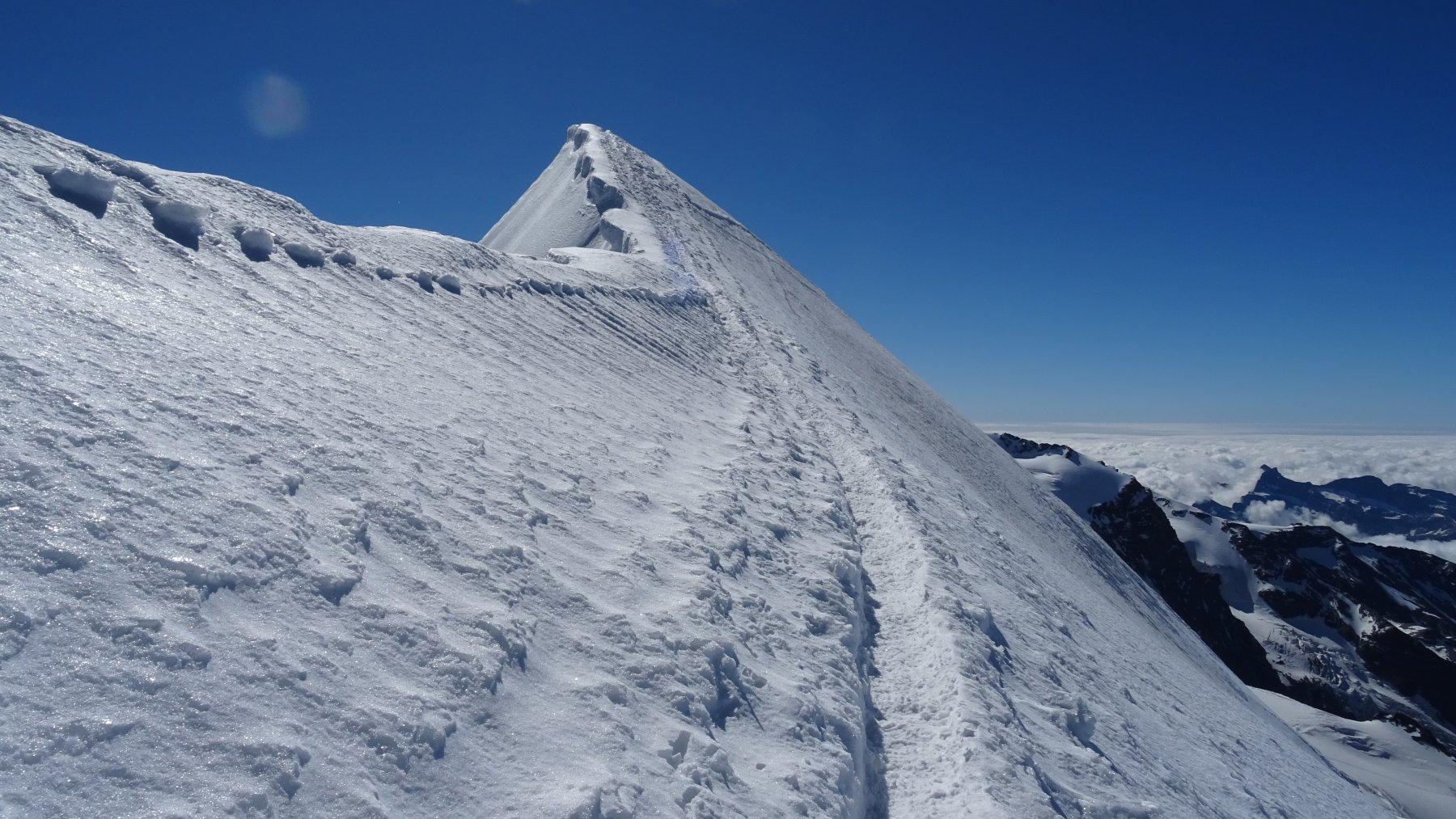 Ultimi metri di cresta nevosa verso il Breithorn centrale 4160mt.