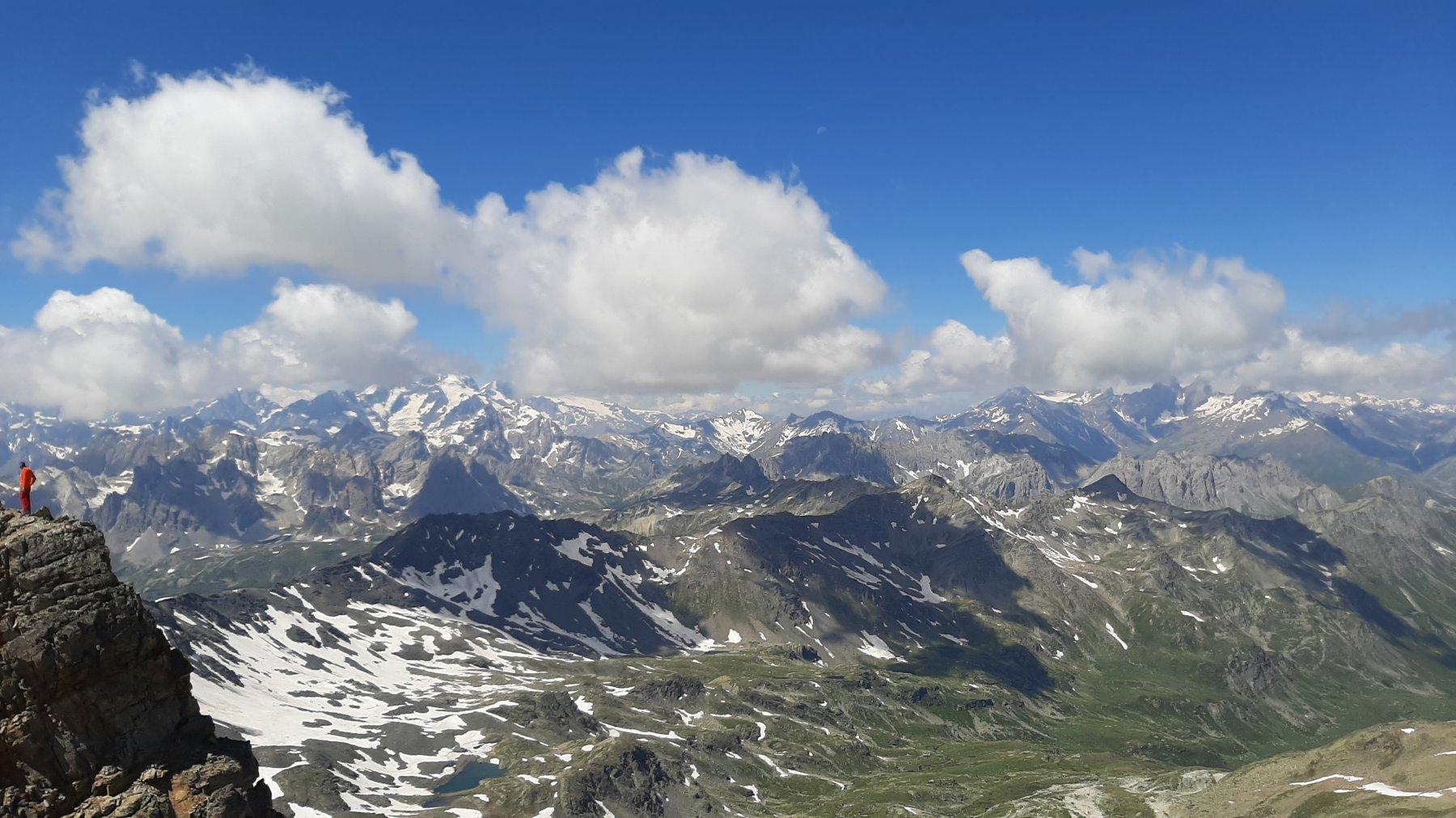 Le vette degli Ecrins coperte dalle nubi ...