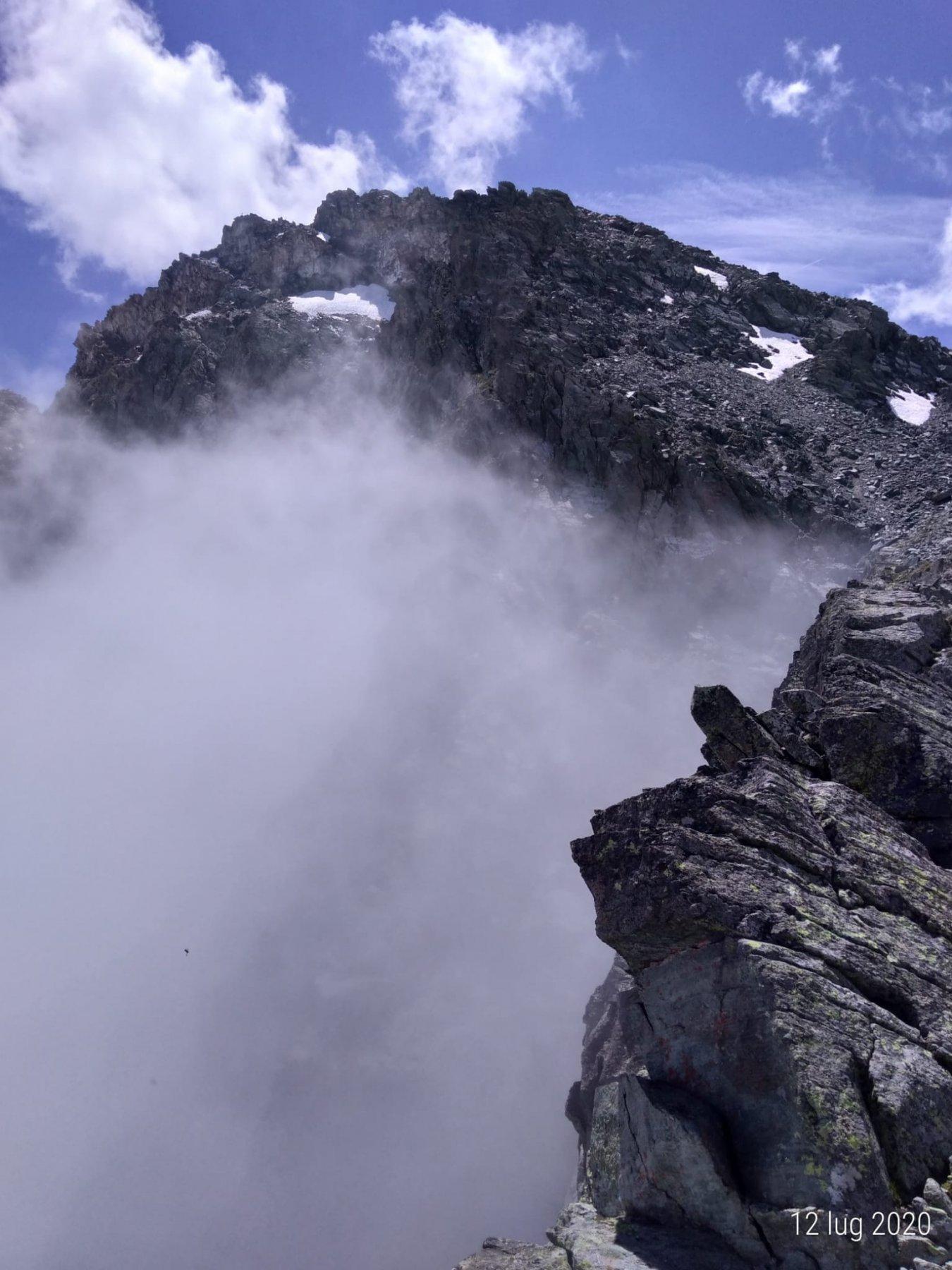Colle delle Traversette, confine Italia Francia, nebbia in Italia.