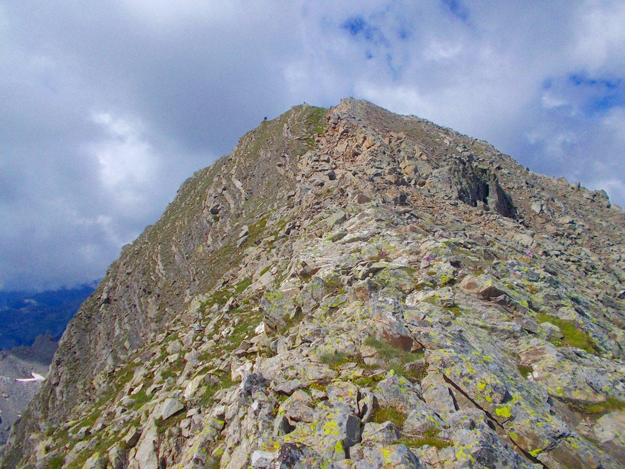 la cresta prima della cima