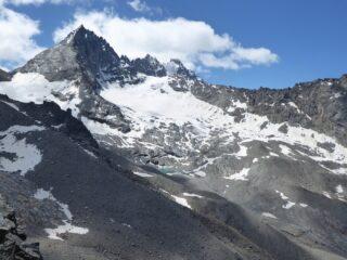 Dalla cima Herbetet e, con nuvole in cima, Montandaynè e Piccolo Paradiso.