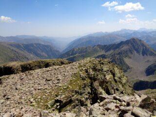 la punta Est con l'intaglio da scendere visto dalla Ovest