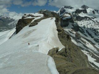 Ultimi nevai prima di attaccare le rocce del Furggen.