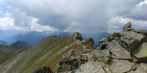 La parte finale della cresta, vista dalla cima
