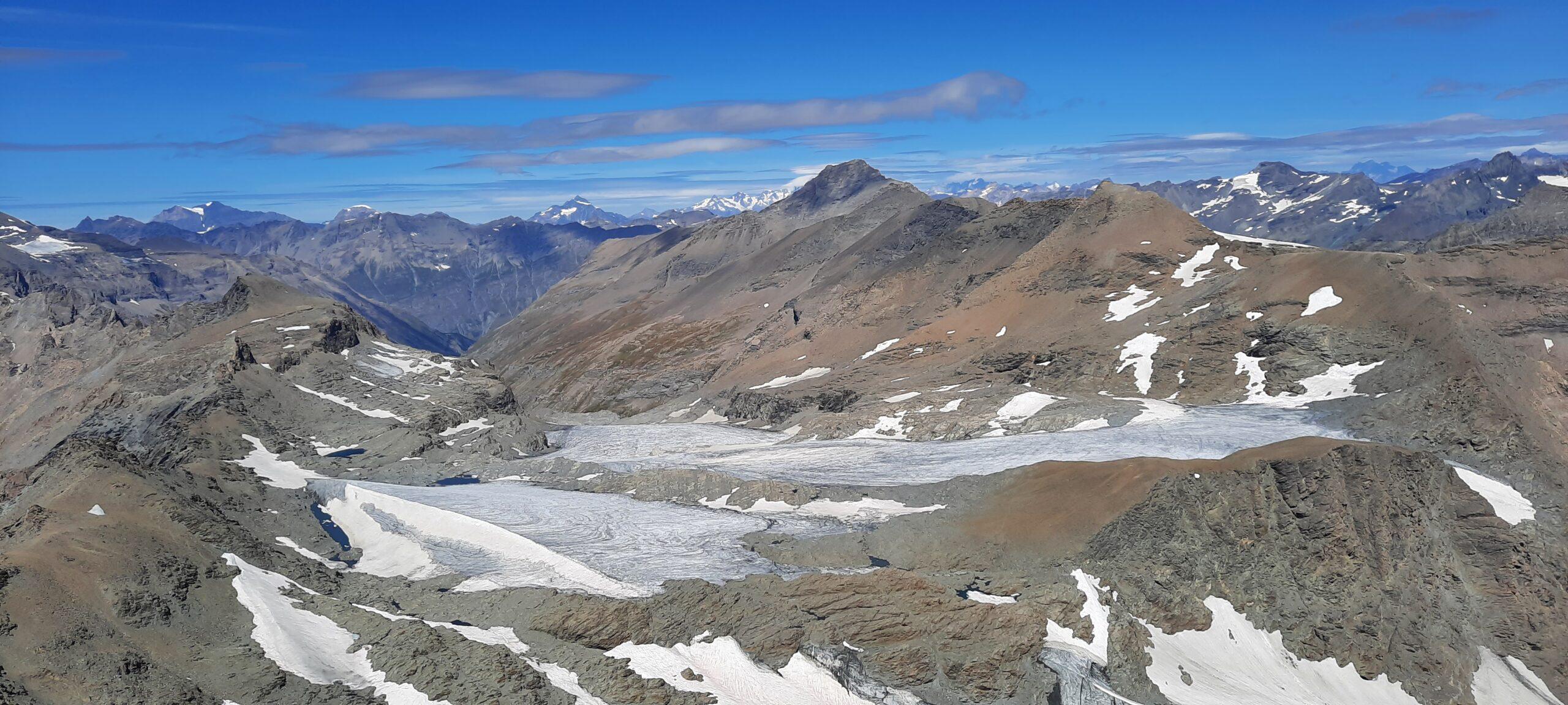Il ghiacciaio,  sempre più magro, lo Charbonnel e dietro il Bianco