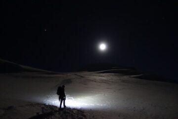 La salita al Bishorn illuminata dalla Luna