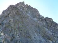 L'ultimo tratto di cresta, dove si va a dx a prendere il filo secondario di buona roccia