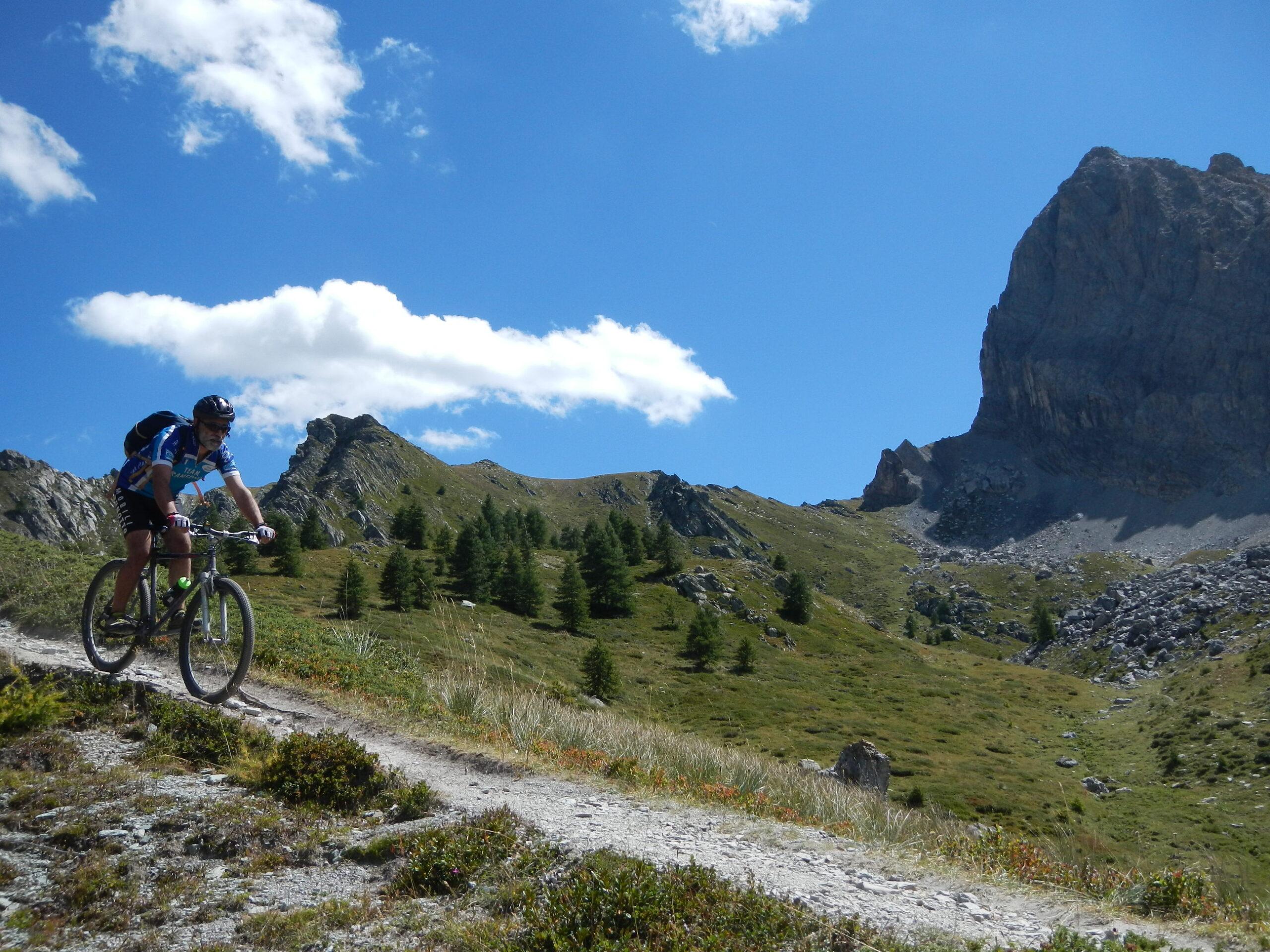 la parete nord di Rocca la Meja e a sinistra Quota 2506 m.