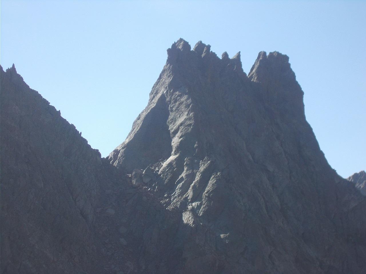 l'imponente castello roccioso del Bec dal Vir
