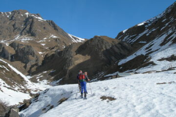 Si imbocca il vallone   I   On emprunte le vallon   I   Entering the valley   I   Man nimmt das Tal in Angriff   I   Se enfila el valle