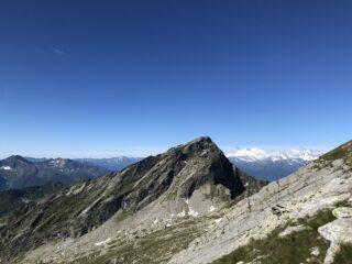 uno sguardo indietro verso il passo Campeia e la cima Campelli