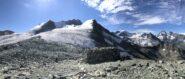 h 10, in prossimità del rifugio, guardando indietro verso l'itinerario percorso, la vetta del Bishorn, la cresta N del Weisshorn e a seguire più in lontananza Zinalrothorn, Obergabelhorn, Dent Blanche