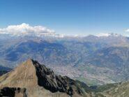 23/8/2020, Becca di Nona (a sinistra), Aosta, e Grand Combin (a destra)