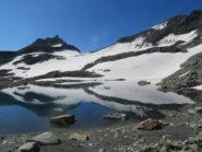 Il lago del ghiacciaio di Arguerey dove passa il percorso di salita