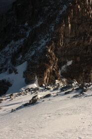 Prima rampa di misto superata, in fondo il colle di Montandaynè e la parte bassa della becca
