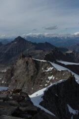 Visuale del Piccolo Paradiso dalla cresta sommitale. Nuvole su Cervino e Rosa sullo sfondo
