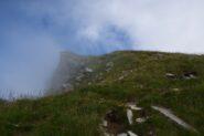 La cresta si perde nella nebbia