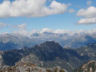 M. Larone (Valle Isorno), sullo sfondo le montagne del Devero