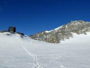 Il rifugio, andando verso la cima di Floite