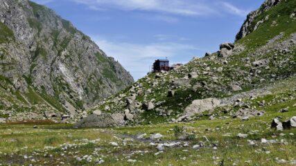 Il rifugio Ellena - Soria, dove termina la carrozzabile sterrata (chiusa al transito) che parte da San Giacomo di Entracque.