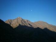 Salendo, si nota la croce di punta d'Alp