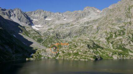 Il rifugio Genova e il lago artificiale del Chiotas in primo piano