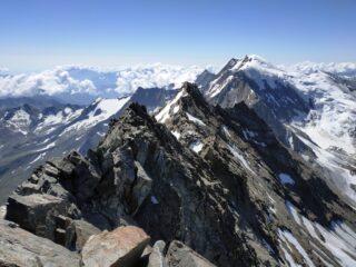 La cresta sud e la vicina Weissmies col suo ambiente glaciale.