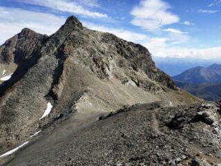 Punta Garzotto in primo piano col versante di salita (F).