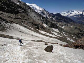 Ciò che resta del ghiacciaio. Con poca pendenza ed ottima traccia, di può anche fare a meno di picca e ramponi.