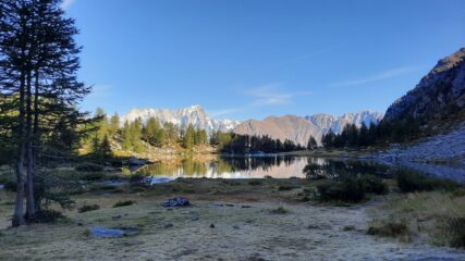 il lago di Arpy e le Grandes Jorasses