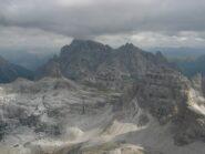 Panorama verso Nord. Si notano sul Paterno e intorno al Rifugio Locatelli i resti di una grandinata.