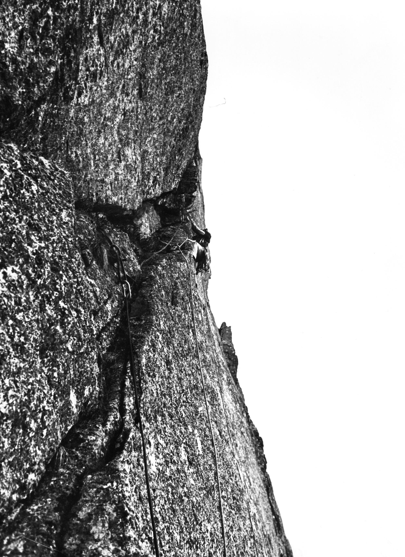 I. Meneghin sulla Via Lunga  alla Costa Vargnei - Punta delle Tole Reverse. (Ph. U. Manera, 1981)