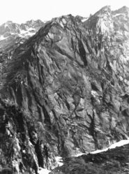 La parete NO della Costa Vargnei - Punta delle Tole Reverse. (Ph. U. Manera, 1981)