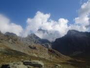Nei pressi del refuge du Viso: il Monviso spunta tra le nuvole per pochi minuti