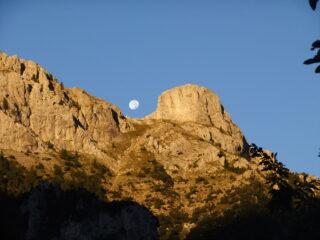 Spunta la luna dal monte ...