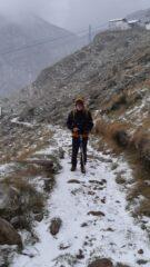 Sandro in discesa sotto la neve