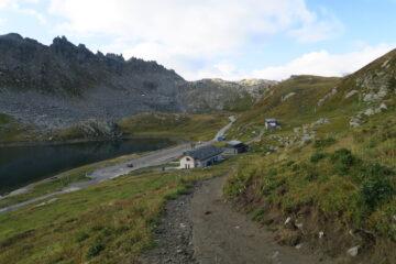 comodo sentiero sopra il lago