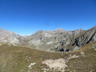 Vista sul vallone del Maurin, con il M. Maniglia a ds.