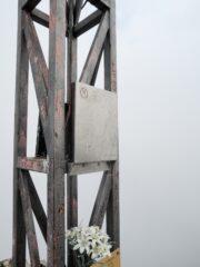 Il libro di vetta riposizionato sulla croce del Ragno