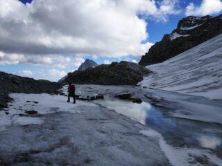 Laghetto di fusione alla base del ghiacciaio, quota 3300 m